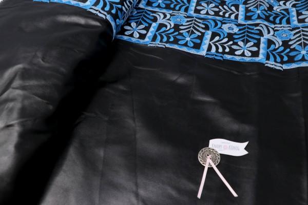 Kunstleder schwarz mit Stickerei blau