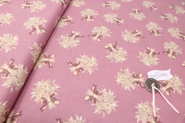 Rosa Baumwollstoff mit floralem Muster